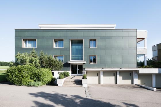 Obere Wallisellerstrasse, Opfikon, nach der Fassadensanierung - ein Projekt der Umwelt Arena Schweiz