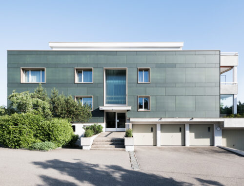 50 % weniger CO2-Ausstoss – erfolgreiche Fassadensanierung mit Photovoltaik in Opfikon, ein Projekt der Umwelt Arena Schweiz